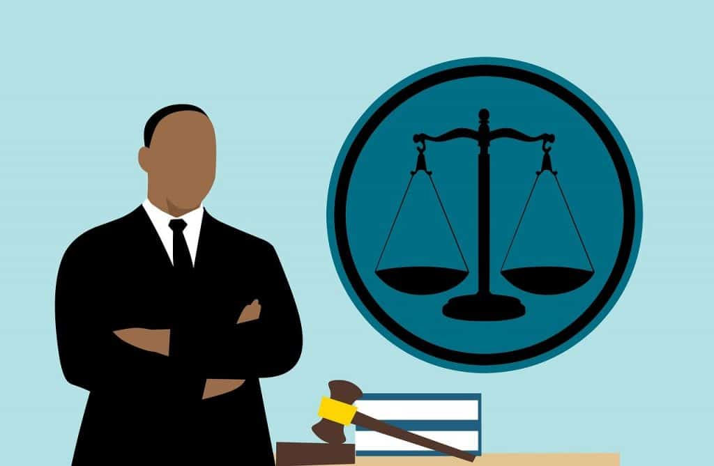 עורך דין משלב ידיים
