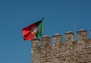 דגל פורטוגל על חומה